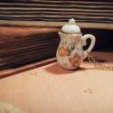 Miss Juliet B. Buckly - Miniatűr porcelán teáskanna nyaklánc, Ékszer, óra, Nyaklánc, Ezúttal elmaradnak a fogaskerekek és a csillogó kristályok (bár kérésre minden megoldható;)) és csak..., Meska