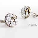 Mr. Bobbie Andrews - Mandzsetta ezüst színű alappal, Letisztult, mégis formabontóan izgalmas ez az ur...