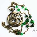 Kígyós nyaklánc óra zöld gyöngyökkel, Ékszer, óra, Karóra, óra, Nyaklánc, Ékszerkészítés, A hüllők kedvelőire gondoltam ezzel a nyaklánc órával. Az órafedélen látható az anyakígyó, a láncon..., Meska
