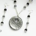 Silver Moon - üvegmedálos szett ezüst és fekete gyöngyökkel, Ékszer, Ékszerszett, Nyaklánc, Fülbevaló, Ékszerkészítés, Végtelen ezüstös csillogás, akár egy holdbéli táj... Kellemesen elegáns szettet készítettem, mely k..., Meska