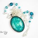 Blue Universe - kék gyöngyös nyaklánc, Ékszer, Nyaklánc, Blue Universe, azaz kék univerzum. A nyaklánc központi eleme egy tetszetős műgyanta kaboson, me..., Meska