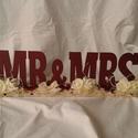 Vintage esküvői asztaldísz, Esküvő, Otthon, lakberendezés, Dekoráció, Esküvői dekoráció, Mr & Mrs felirat az esküvők elengedhetetlen kelléke. Rózsafejekkel, csipkével, száraz virággal és gy..., Meska