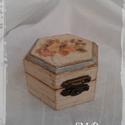 Fa ékszeres dobozka., Esküvő, Otthon, lakberendezés, Dekoráció, Nászajándék, Decoupage, szalvétatechnika, Festett tárgyak, Fa ékszeres dobozka.  Antik hatású, decoupage technikával díszített. Tökéletes ajándék szerelmünkne..., Meska