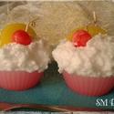 Cupcake gyertya, Otthon, lakberendezés, Ékszer, Karácsonyi, adventi apróságok, Karácsonyi dekoráció, Gyertya-, mécseskészítés, Sütemény gyertyák.  6-8 cm magas  1 szett 2 darabot tartalmaz.  , Meska