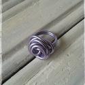 Rózsa gyűrű, Ékszer, Esküvő, Gyűrű, Esküvői ékszer, Drótból hajlított rózsás gyűrű.  Átmérője 1,8 cm, nem állítható. Rózsafej mérete kb.2..., Meska
