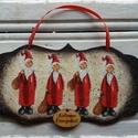 Karácsonyi ajtódísz, Dekoráció, Otthon, lakberendezés, Ajtódísz, kopogtató, Ünnepi dekoráció, Decoupage, transzfer és szalvétatechnika, Festett tárgyak, Mikulásos, antikolt, decoupage technikával készült karácsonyi ajtódísz. Vendégeink már az ajtóban é..., Meska