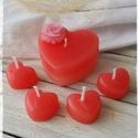 Szívecskés gyertyacsomag, Dekoráció, Esküvő, Otthon, lakberendezés, Nászajándék, Gyertya-, mécseskészítés, A csomag tartalmaz egy 5,5x3 cm-es, rózsafejjel díszített szív alakú gyertyát, és 4 db 2,5x1,5 cm-e..., Meska