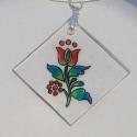 Tulipános nyaklánc, A medál áttetsző zsugorkából készült, kézz...