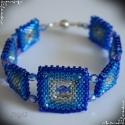 Egyedi négyzet karkötő, 3 színű delicából fűzve, lilás kék  cseh cs...
