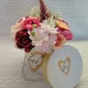 Love virág box, Otthon & Lakás, Dekoráció, Asztaldísz, Virágkötés, 26cm magas,22cm széles LOVE feliratú virág boxom, apró virágok díszítik.  Kiváló ajándék ötlet bárm..., Meska