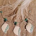 Strucctojás nyaklánc – malachit, zöld levelecske, Ékszer, Ruha, divat, cipő, Nyaklánc, Medál, Ékszerkészítés, Mindenmás, Strucctojás ékszer különlegesség malachit ásvány gyöngyökkel, levél alakú zölden díszített medálokk..., Meska