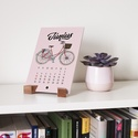 2019 Biciklis asztali naptár, Dekoráció, Naptár, képeslap, album, Kép, Naptár, Festészet, Famegmunkálás, Nagyon szeretünk biciklizni, számunkra egyet jelent a szabadsággal, mindennapjaink része. Ez az asz..., Meska