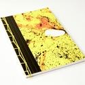 Kézzel kötött sárga napló, Képzőművészet, Naptár, képeslap, album, Vegyes technika, Jegyzetfüzet, napló, Festészet, Könyvkötés,  Kézzel kötött, puha borítójú. A5-ös méretű, 80 oldalas, 150 grammos sima lapokkal. 4 lap fekete, v..., Meska