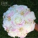 Ékszercsokor ekrü-rózsaszín-arany, Esküvő, Esküvői csokor, Virágkötés, Készen van, azonnal viheted :)  A csokor alapján ekrü 'real touch' rózsák alkotják (15 szál) A rósz..., Meska