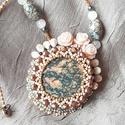 Rózsás jáspis gyöngyhímzett nyaklánc, Ékszer, óra, Nyaklánc, Ékszerkészítés, Gyöngyfűzés, Nyári kertek álmát őrzi ez a gyöngyhímzett nyaklánc. Egy gyönyörű leopárd jáspis ásvány mintája adj..., Meska