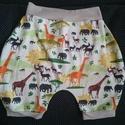 Szafaris- zsiráfos rövid nadrág, Ruha, divat, cipő, Gyerekruha, Baba (0-1év), Kisgyerek (1-4 év), Varrás, Kényelmes nyári rövidnadrág pamut jersey anyagból. drapp + szafaris színben 30 fokon mosható.  Anya..., Meska