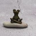 Meditáló béka/Namaste bronz, Süthető gyurmából kézzel formázott kis béka...