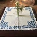 Kék abrosz, Képzőművészet, Otthon, lakberendezés, Textil, Asztaldísz, 90×90 cm-es cakkozott szélű., Meska