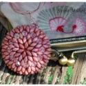 Rózsaágy medál - gyöngyfűzéssel díszített fa lencse, Domború fa lencsét vontam be superduo és swarov...
