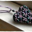 Kicsi szívem medál, Szív alakú medál közel 100 csiszolt gyöngybő...