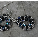 Klasszikus csepp - fekete és ezüst gyöngyfűzött fülbevaló, Csiszolt gyöngyökből készítettem csepp formá...