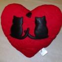 Szerelmes cicapár, szív alakú párna., Pihe-puha szerelem párna. A nagyon finom tapintá...