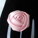 Rózsaszínű szatén gyűrű, Ékszer, Esküvő, Ruha, divat, cipő, Gyűrű, Gyönyörű rózsaszínű szatén gyűrű ródiumos gyűrű  alapon.  A színekből tudsz választani.  Az ár egy d..., Meska