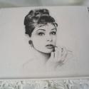 Audrey Hepburn tablet tartó asztali egérpad, Mindenmás, Otthon, lakberendezés, Naptár, képeslap, album, Jegyzetfüzet, napló, Decoupage, transzfer és szalvétatechnika, Audrey Hepburn tablet tartó asztali.  Transzfer technikával készült. Méret:25x 21 cm  Személyes átv..., Meska