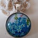 Kéknefelejcs  üveglencsés nyaklánc, Ékszer, Húsvéti díszek, Nyaklánc, Medál, Itt a tavasz a megújulás a virágok nyilnak és gyönyörű színekben pompáznak!  A kéknevelejcs az egyik..., Meska