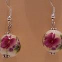 Porcelán virágos fülbevaló, Ékszer, Esküvő, Fülbevaló, Esküvői ékszer, Porcelán virágos fülbevaló egyedivé teszi viselőjét. méret 3cm, Meska