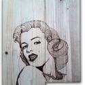 Kézzel égetett falióra Marilyn Monroe, Dekoráció, Otthon, lakberendezés, Falióra, óra, Fenyőfából készült, kézzel égetett falióra, csendes óraszerkezettel és diófa perc és ór..., Meska