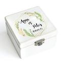 Kézzel festett, névvel és dátummal ellátott gyűrűtartó doboz esküvőre, egyedi felirattal, Esküvő, Gyűrűpárna, Esküvői dekoráció, Famegmunkálás, Festett tárgyak, Zöld leveles, kézzel festett, névvel és dátummal ellátott gyűrűtartó doboz esküvőre, ajándékba.   E..., Meska