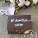 Kézzel festett, névvel és dátummal ellátott gyűrűtartó doboz esküvőre, egyedi felirattal, Esküvő, Gyűrűpárna, Esküvői dekoráció, Famegmunkálás, Festett tárgyak, Kézzel festett, a külső teteján névvel és dátummal ellátott gyűrűtartó doboz esküvőre, ajándékba.  ..., Meska