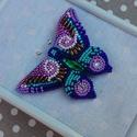 Pillangó 2 kitűző, Ékszer, Bross, kitűző, Gyöngyfűzés, Ez egy elegánsabb darab, érdemes egyszínű ruhákhoz viselni. Gyöngyhímzéssel készült ez a kitűző, er..., Meska