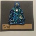 Karácsonyfa kitűző, Ékszer, Bross, kitűző, Gyöngyfűzés, Ebben a kitűzőben a különböző kék árnyalatú gyöngyök harmóniáját próbáltam összehozni.  Gyöngyhímzé..., Meska