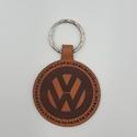 Volkswagen emblémás valódi bőr gravírozott kulcstartó, Mindenmás, Férfiaknak, Ballagás, Kulcstartó, Ékszerkészítés, Bőrművesség, Valódi olasz marhabőrből egyedileg tervezett és kivágott volkswagen emblémás gravírozott kulcstartó..., Meska