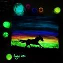 Horse at night. - Sötétben világító egyedi akril festmény 24x30x0.2 cm, Képzőművészet, Otthon, lakberendezés, Festmény, Falikép, Festészet, Szeretnél egy különleges képet a falra? Akkor ismerd meg Sage Art képeit.  Különleges technikával k..., Meska