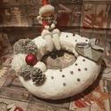 Téli asztaldísz, Dekoráció, Ünnepi dekoráció, Karácsonyi, adventi apróságok, Karácsonyi dekoráció, Varrás, Pihe - puha koszorú, ami sok- sok szeretettel és hatalmas lelkesedéssel készült. Kb 25 cm az átmérő..., Meska