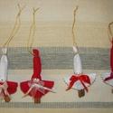 Karácsonyi manók, díszek, Karácsonyi, adventi apróságok, Dekoráció, Karácsonyfadísz, Ünnepi dekoráció, Mindenmás, Baba-és bábkészítés, Kedves manók a karácsonyfára hagyományos piros-fehér színekben. Alapja fahéj, feje papírmasé golyó...., Meska