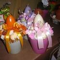 húsvéti tojásgyertyás asztaldísz, Húsvéti apróságok, Virágkötés, Lakásdekor ,tojásgyertyával és egyébb szép tavaszi termésekkel-virágokkal., Meska