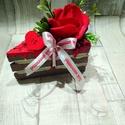 Dísz-torta rózsával, Dekoráció, Húsvéti díszek, Anyák napja, Ünnepi dekoráció, Virágkötés, Többféle színben készült,de egyedi igényre tudok még készíteni más színben is. Kérlek a rendelés le..., Meska
