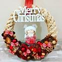 karácsonyi ajtódísz, Otthon & lakás, Karácsony, Dekoráció, Ünnepi dekoráció, Karácsonyi dekoráció, Virágkötés, 25 cm átmérőjű,őszi terméses ajtódekor.kérhető más felirattal és figurával  is,üzenetben tudunk egy..., Meska