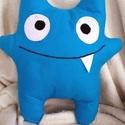 Frozen Monster párna, Baba-mama-gyerek, Otthon, lakberendezés, Játék, Plüssállat, rongyjáték, Hímzés, Varrás, Ez a kék kis szörny már majdnem megfagyott. Nagyon-nagy szüksége lenne arra, hogy valaki felmelegít..., Meska