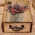 Nagy fűszeres-fiókos dobozka, Fából készült, antikolt hatású, levendula mi...