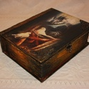 Könyv alakú tároló doboz, Dekoráció, Otthon, lakberendezés, Dísz, Tárolóeszköz, Fából készült, régies hatású, tároló, könyv formájú doboz. Mérete:  szélessége: 19 cm magassága: 24 ..., Meska
