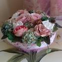 Csupa virág asztaldísz rózsaszínekben, Otthon, lakberendezés, Asztaldísz, Szizállal bevont fonott kosárka gazdagon díszítve. A kosárka méretei: felső átmérő 16cm, a..., Meska