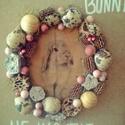 Follow the bunny, Dekoráció, Dísz, Ünnepi dekoráció, Húsvéti apróságok, Virágkötés, Egy A/4 méretű fára dolgoztam.Ezt díszítettem termésekkel különböző díszekkel.Akár kopogtatónak aká..., Meska
