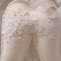 Angyalszárny, Fehér filcből csipkével és különféle fehér...
