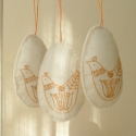 Húsvéti madaras dekoráció, fehér filc alapra került narancssárga színű v...