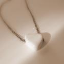 Szívecskés lánc, Minimál stílusban elkészített nyaklánc. Fehé...
